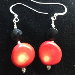 Earrings, chunky coral and onyx